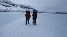 8 km po jezeře